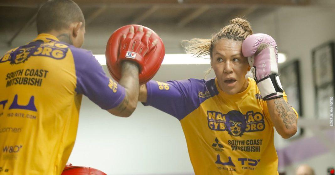 Foto: Cris Cyborg abre ejercicio en Bellator 238 Media Day