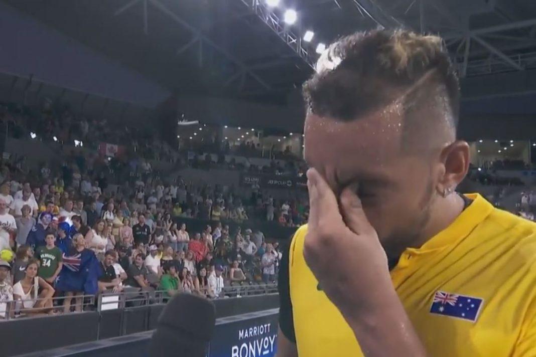 Nick Kyrgios lucha contra las lágrimas mientras habla sobre los incendios forestales de Australia después de la victoria en el partido de la Copa ATP