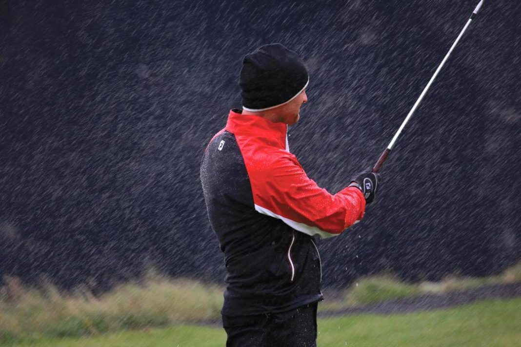 Convertir trajes de lluvia a PPE | Global Golf Post