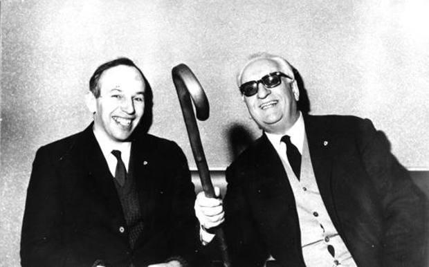 Juan Manuel Fangio (1911-1995) con Enzo Ferrari (1898-1988)
