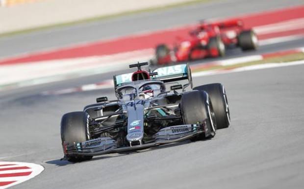 La Mercedes W11 di Lewis Hamilton durante i test di febbraio al Montmelò. Ap