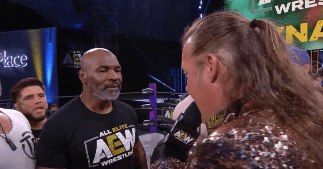 Video: Henry Cejudo, Rashad Evans y Vitor Belfort con Mike Tyson en una pelea de AEW con Chris Jericho