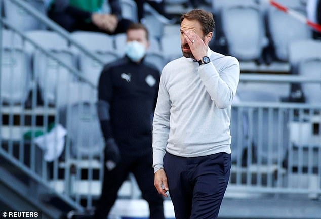 El dúo fue enviado a casa por Gareth Southgate antes del partido de Inglaterra contra Dinamarca.