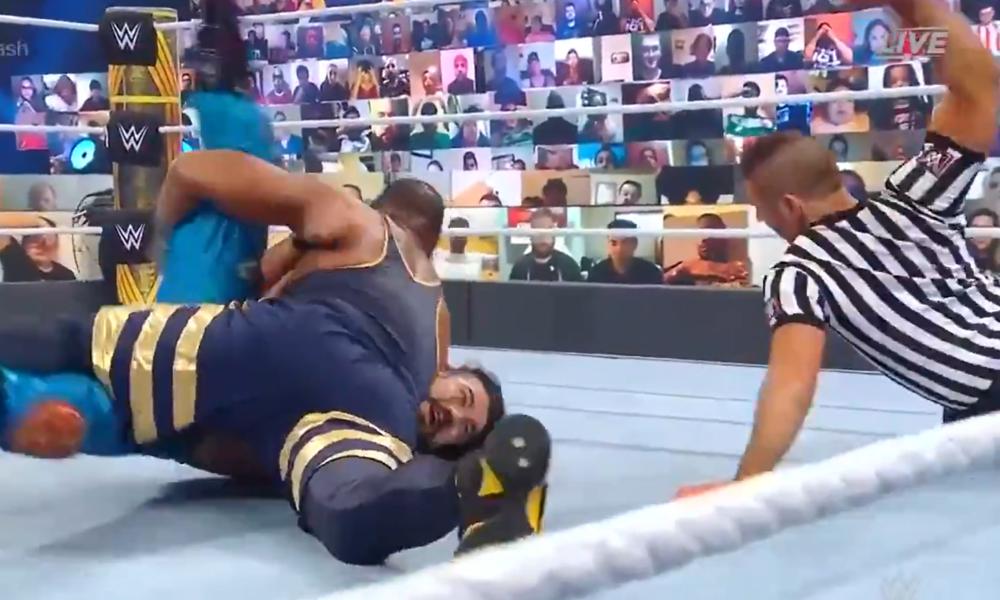 El árbitro hizo un sonido durante el juego de campeonato de etiqueta original del Campeonato de la WWE.