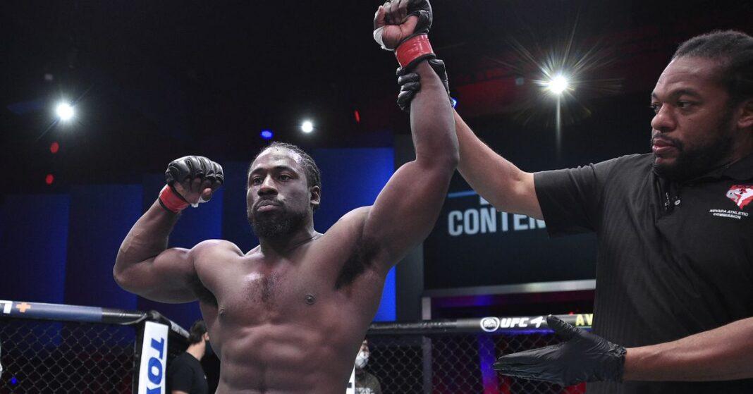 William Knight, Jimmy Flick y Ronnie Lawrence en la temporada 4 de DWCS: ganaron contratos de UFC en la semana 5