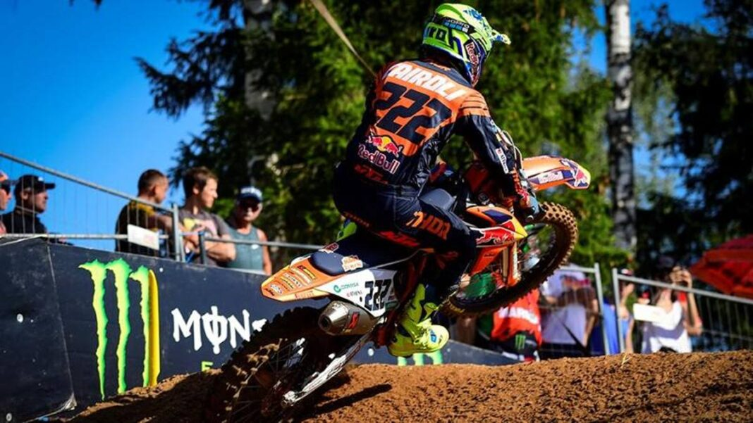 Campeonato del mundo de motocross, Cairoli tercero en la carrera 1 en Mantua.  Seewer gana