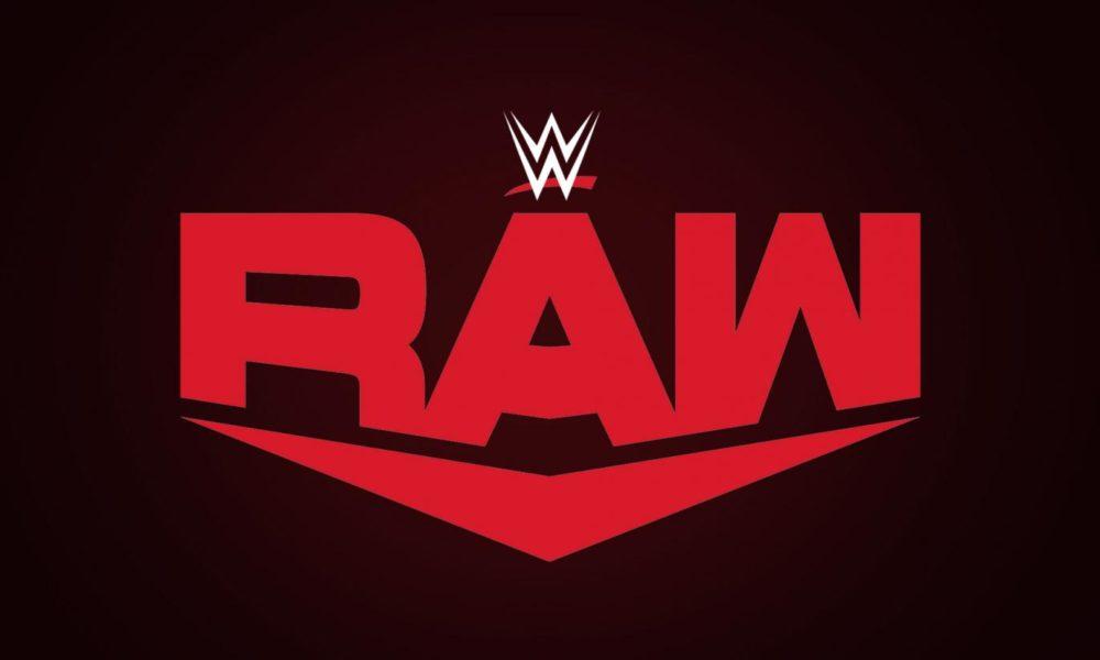 Imagen: estrella de la WWE mostrando sus dientes perdidos después del juego de Raw
