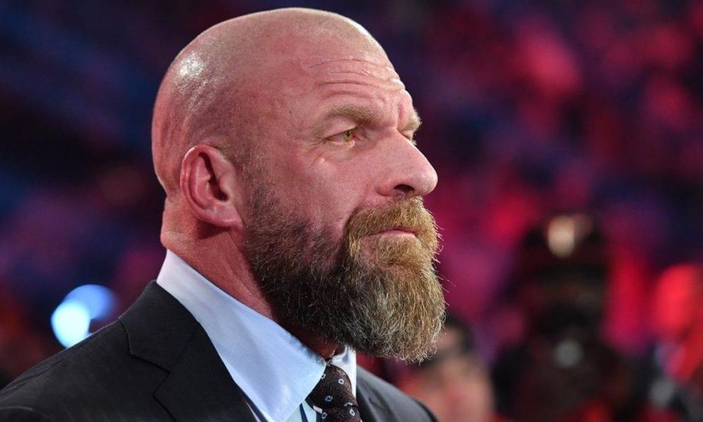 Informe: Bruce Prichard no está en WWE SmackDown, se considera que Triple H tiene una