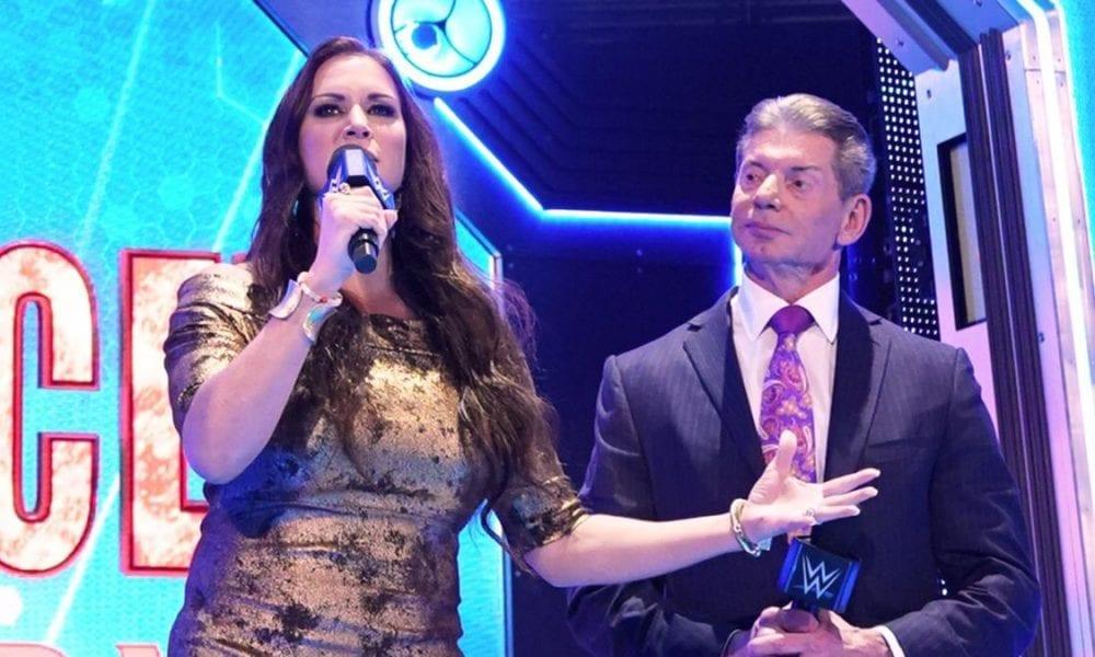 Vince McMahon se sintió incómodo durante su debut en WWE SmackDown FOX pero fue presionado por Stephanie McMahon