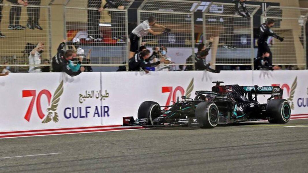 F1 GP Bahrein, Hamilton triunfa en el día de Grosjean vivo de milagro