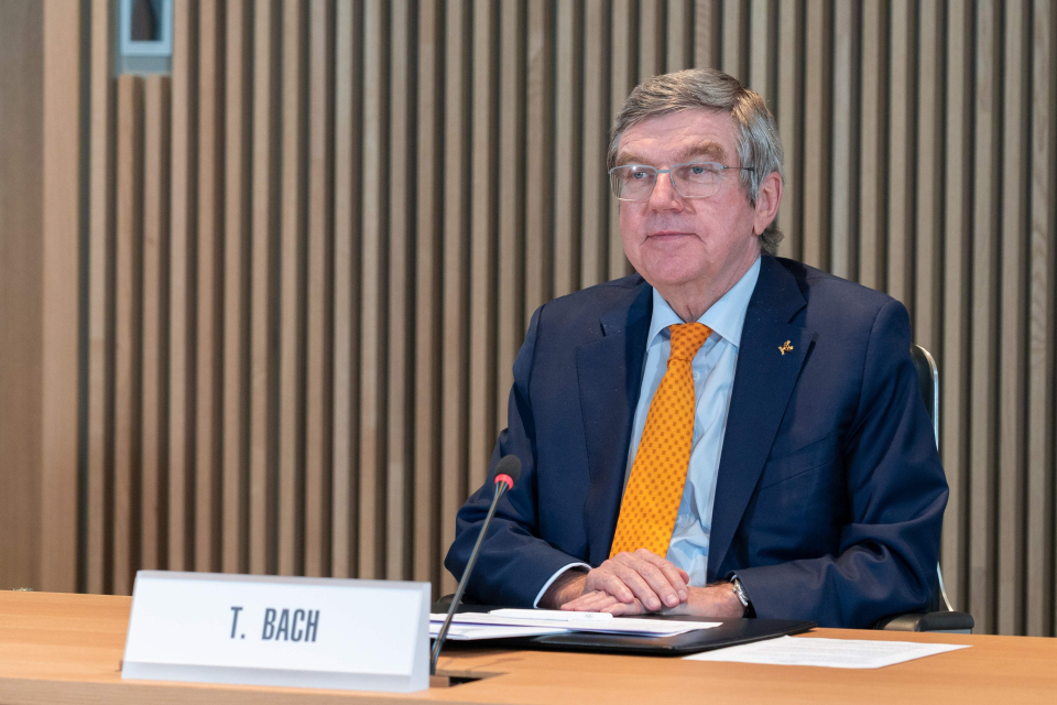 El presidente del COI, Thomas Bach, aceptó la renuncia de Mori