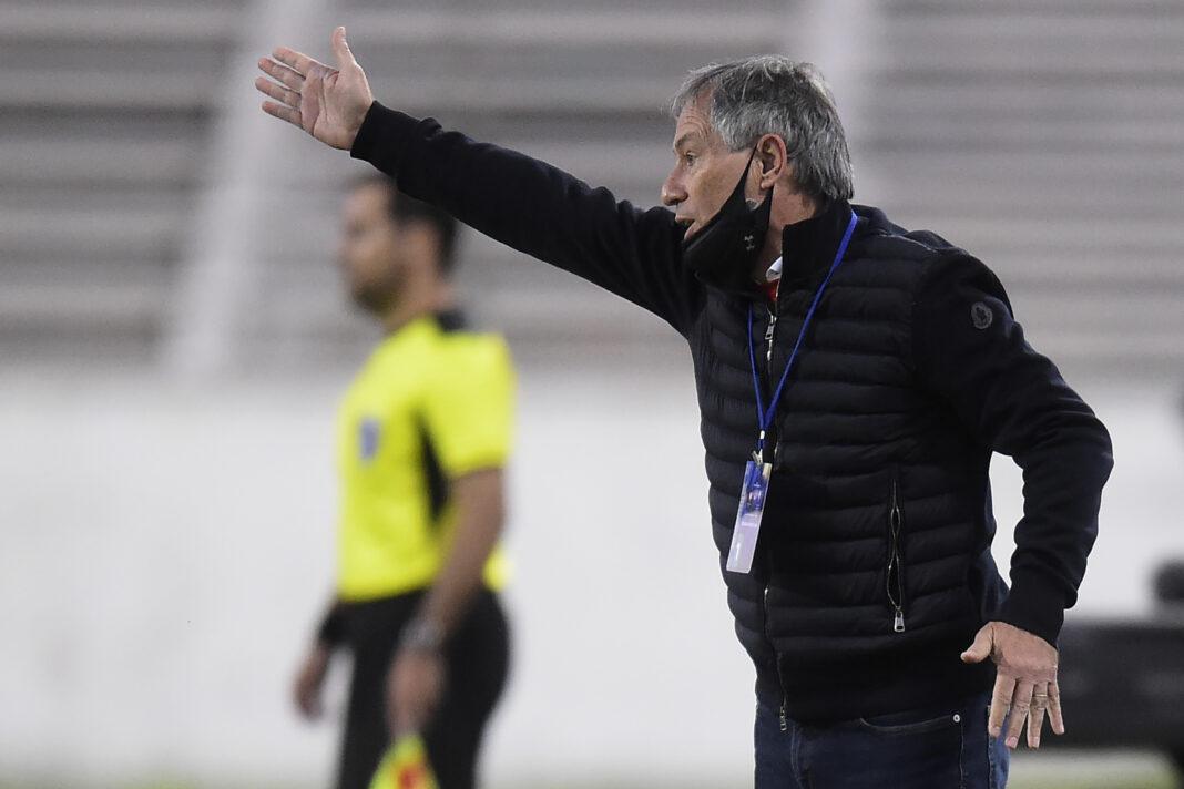 Ariel Holan anuncia su salida de la Universidad Católica en medio de discusiones para un puesto directivo en el club brasileño
