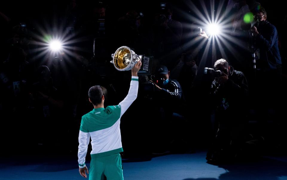 Djokovic amplió su récord perfecto en finales con una dominante victoria 7-5 6-2 6-2 sobre Medvedev