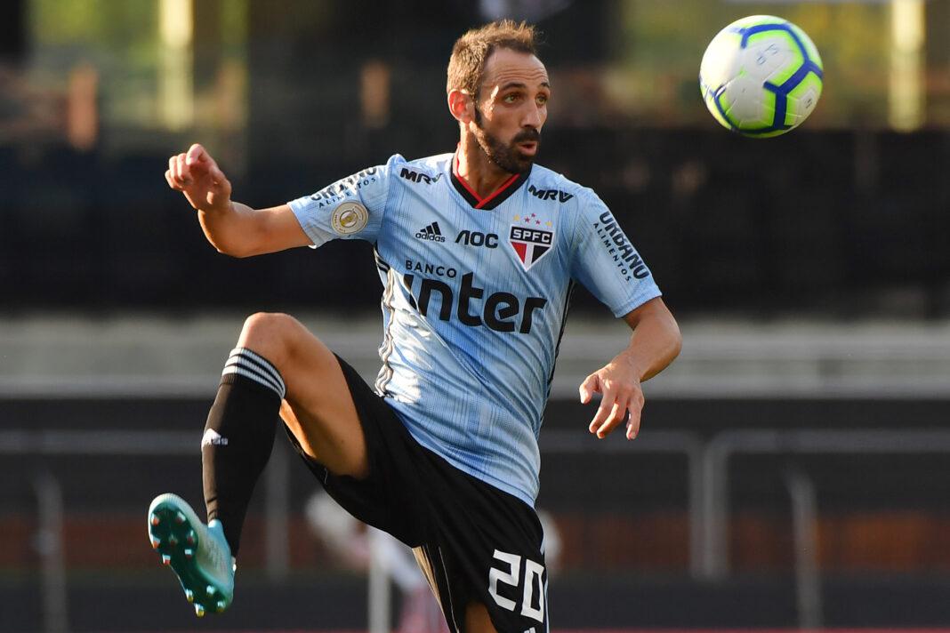 Juanfran dejará el club brasileño;  se dirige a España para reflexionar sobre su futuro