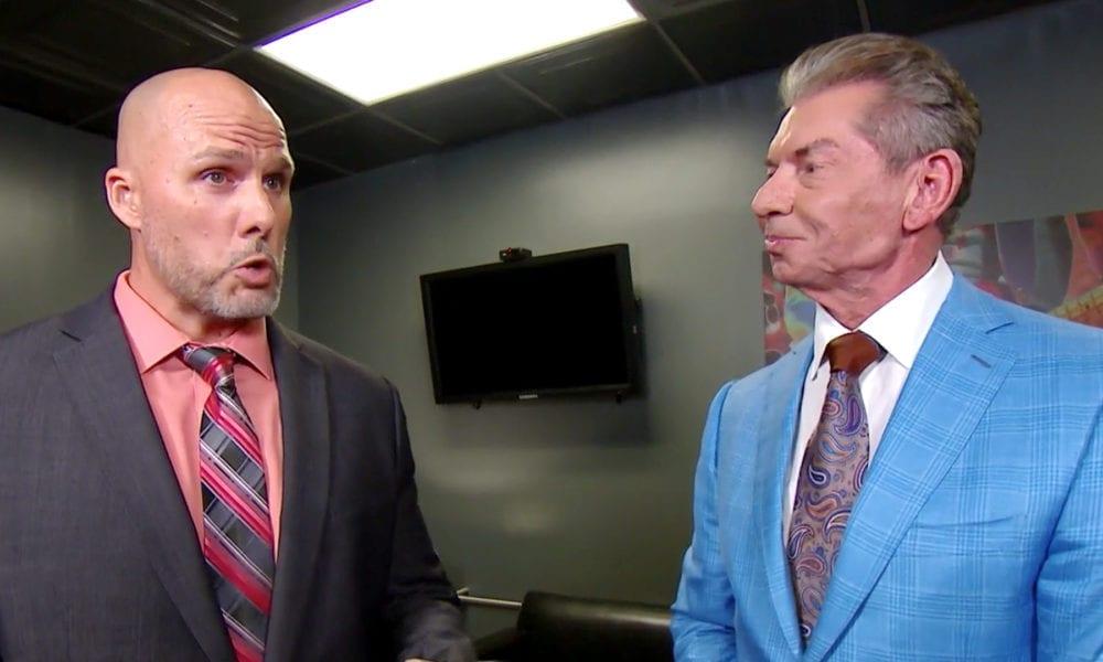 ¿Adam Pearce quiere regresar al juego a tiempo completo y por qué su papel es diferente al del anterior gerente general de la WWE?