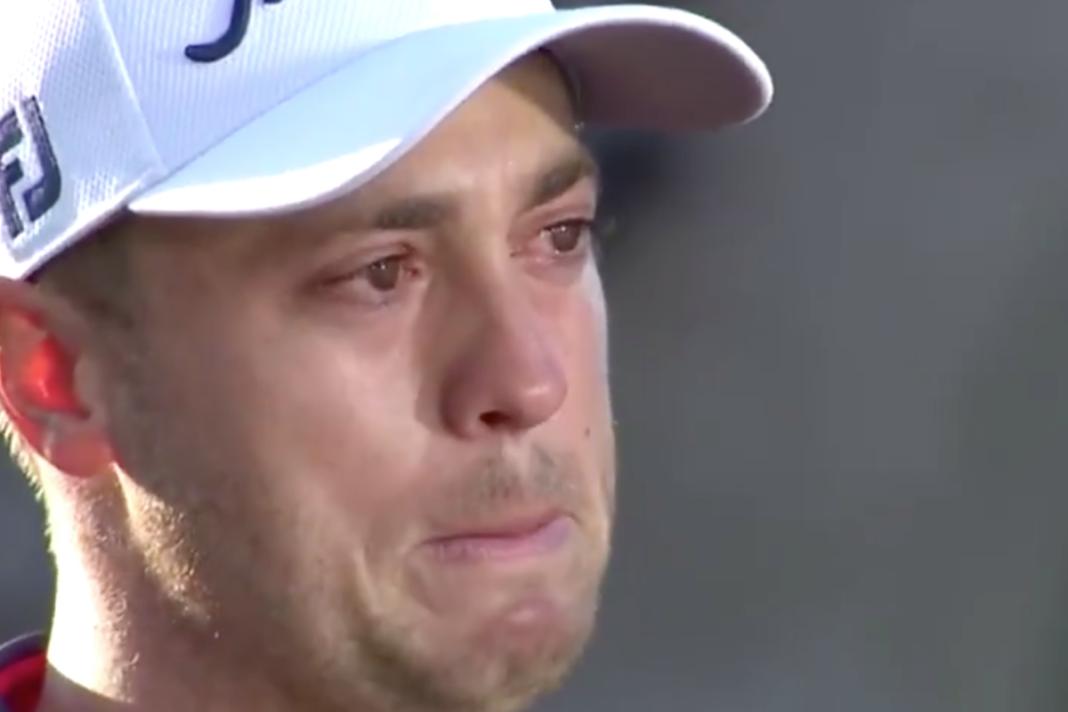 Justin Thomas lucha por contener las lágrimas por la muerte de su abuelo y rinde homenaje a Tiger Woods al vencer a Lee Westwood para ganar el Players Championship