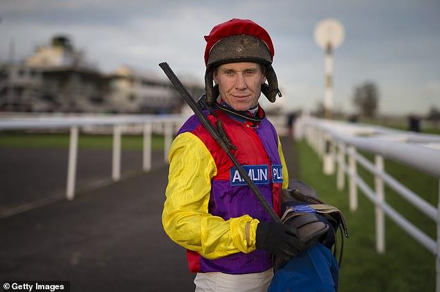 Johnson recibió un OBE por sus servicios a las carreras de caballos en la lista de honores de Año Nuevo de 2019
