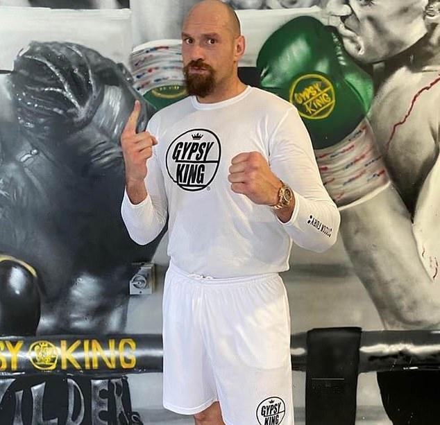 Tyson Fury publicó recientemente una foto de su campo de entrenamiento luciendo en gran forma.