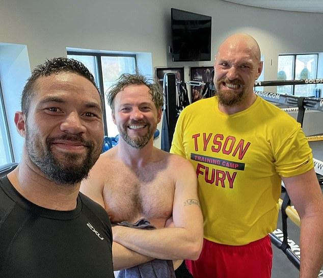 Joseph Parker usó Twitter para mostrar que ha estado entrenando en el gimnasio junto a Tyson Fury