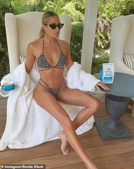 Kelly lució un bikini feroz en St. Barts