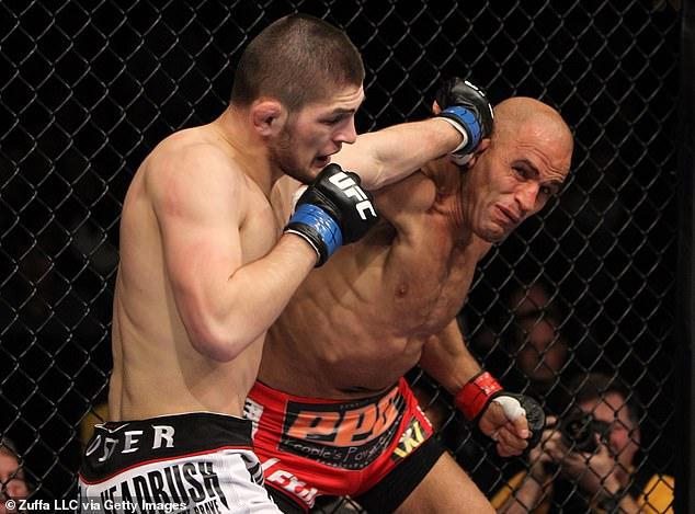 Habib derrotó a Kamal Shalorus (derecha) en su debut en UFC y nunca perdió la pelea en la empresa.