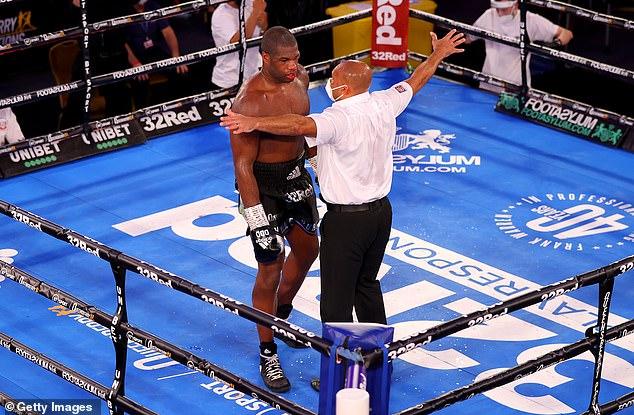 Dubois se quedó `` desconcertado '' cuando `` sintió que se le iban los ojos '' contra Joe Joyce después de 10 rondas brutales en Westminster y se arrodilló.
