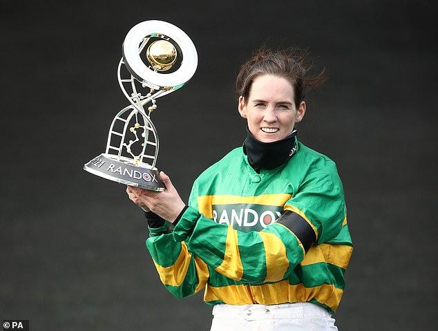 Su posición icónica como la primera mujer ganadora del Gran Nacional puede hacerla trascender el deporte.