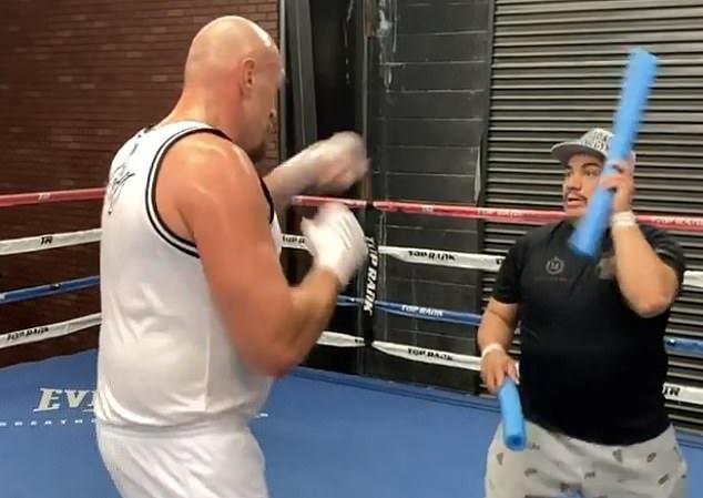 Capetillo calificó el entrenamiento como 'tremendo' mientras ponía a Fury en sus lugares en el gimnasio
