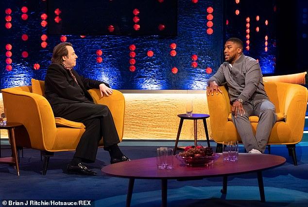 Joshua habló con el Show de Jonathan Ross (en la foto) ya que todavía se están trabajando en las ubicaciones y fechas para la pelea de unificación de peso pesado, apodada 'la Batalla de Gran Bretaña'.