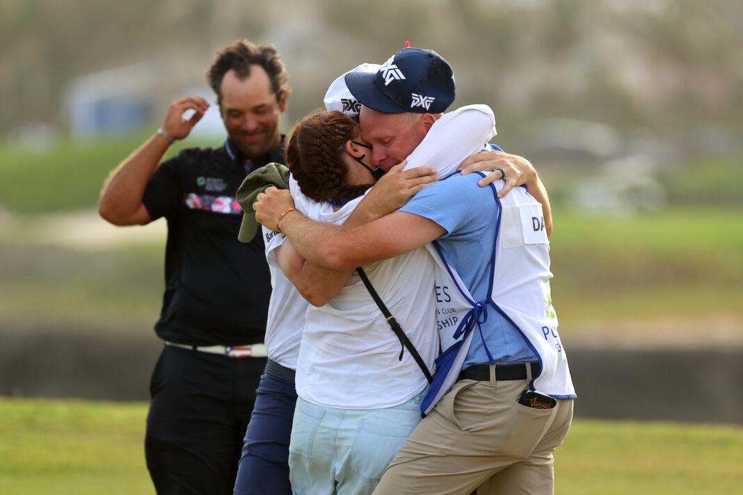 Abrazo de toda una vida |  Puesto de golf global