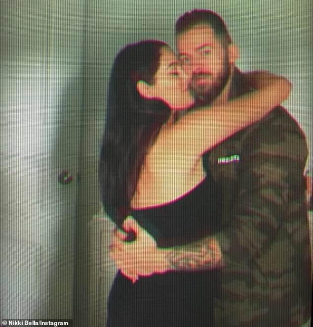 ¡Todavía fuerte! Nikki y Artem se comprometieron en Francia a mediados de noviembre. Este es su segundo pasillo después de su matrimonio con Giselle Peacock y su amante desconocido de la escuela secundaria.