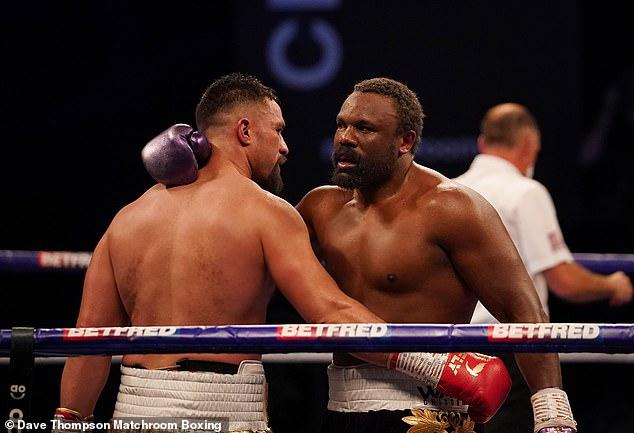 La pelea fue a las tarjetas de puntuación de los jueces y Parker recibió la pelea por decisión dividida.