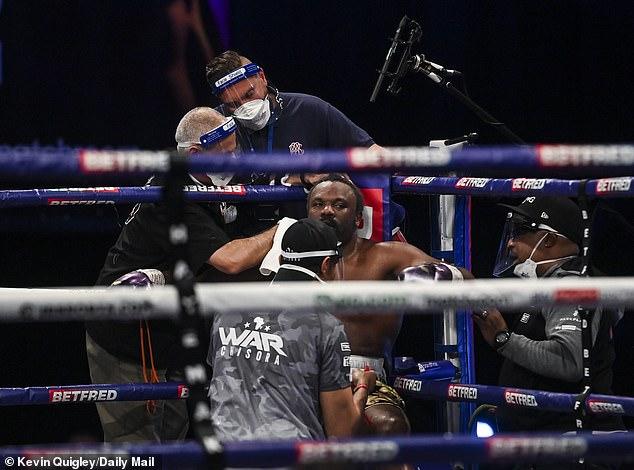Chisora siguió el plan del entrenador Buddy McGirt a la perfección en una apertura muy prometedora para la pelea.