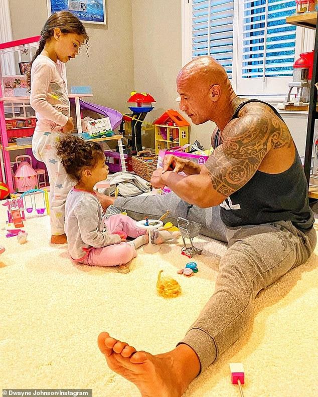 Padre de la hija: De hecho, Dwayne tiene dos hijas: Jasmine Lia, de 4 años; y Tiana Gia de 2 años, y su segunda esposa, la cantante Lauren Hashian (en la foto del 16 de agosto).