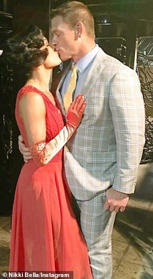 Hasta el 15 de abril de 2018, Bella todavía estaba técnicamente comprometida con John Cena (como se muestra el 23 de octubre de 2017).