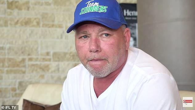 El padre de Saunders, Tom, había dicho que las negociaciones se habían roto y afirmó que la pelea había terminado.