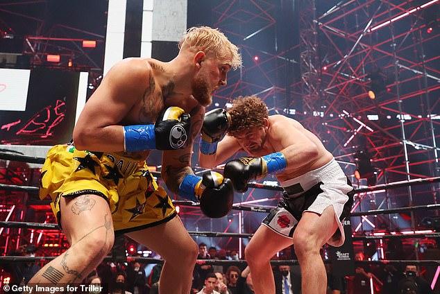 Paul (izquierda) derrota al luchador de UFC Ben Askren (derecha) en la primera ronda el mes pasado