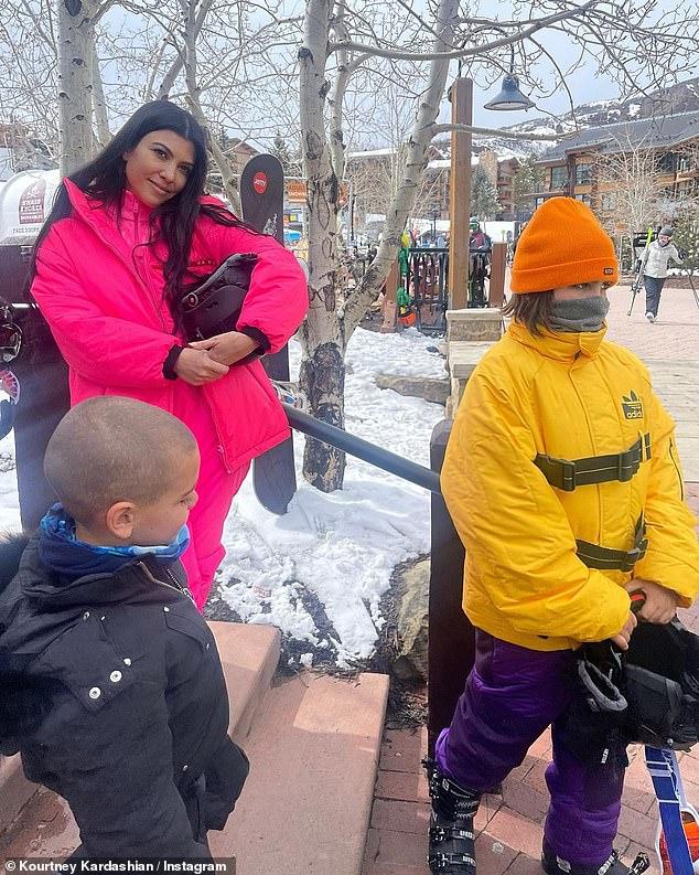 Deber de madre: Kardashian es madre de tres hijos, su hijo Mason (11), Rein (5) y su hija Penelope (8), y comparte con el ex Scott Disick (37). ..