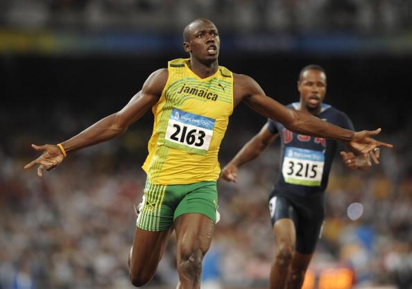 Bolt se anuncia en el escenario mundial cuando rompió el récord de los 100 metros en los Juegos Olímpicos de Beijing en 2008.