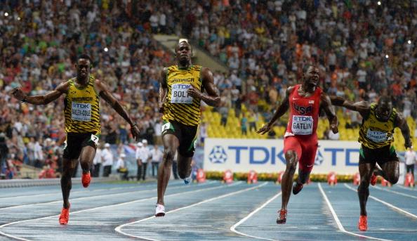 Bolt superó el temible desafío de Justin Gatlin para recuperar su título mundial de los 100 metros en Moscú