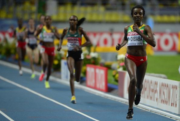 Tirunesh Dibaba ganó el oro en la final femenina de 10.000 metros antes de la carrera de Bolt