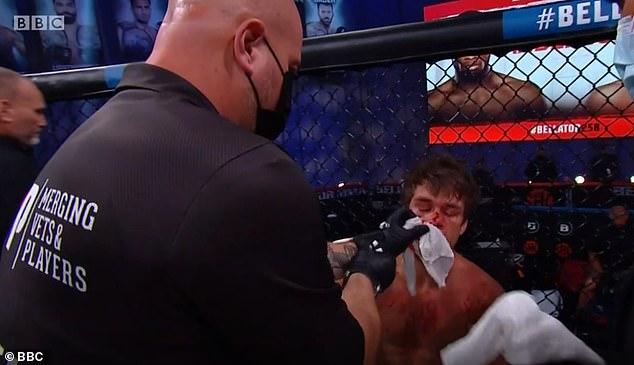 Antes de que el médico interviniera para detener el juego, Anderson llegó al final de la primera ronda.