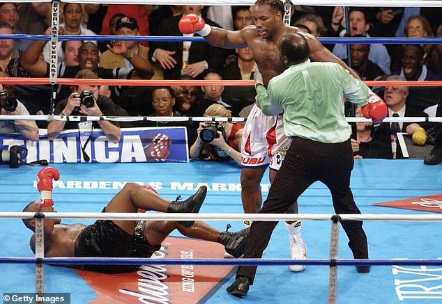 La pelea llegó a su fin cuando Lewis conectó una aplastante mano derecha que acabó con Tyson.