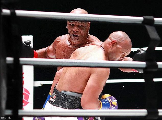 Tyson regresó al boxeo a los 54 años después de enfrentarse a Roy Jones Jr en una pelea de exhibición.