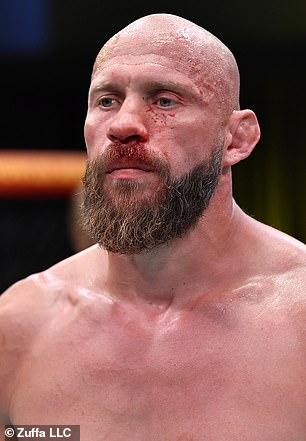 Donald Cerrone sufrió la derrota por KO por Alex Morono