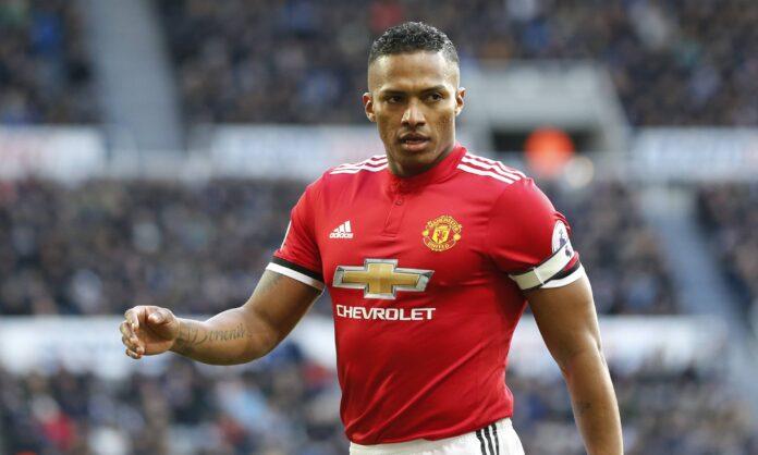 El ex capitán del Manchester United anuncia su retiro del fútbol