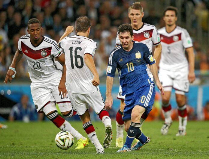 El ex capitán de la selección alemana discute a quién prefiere entre Lionel Messi y Diego Maradona