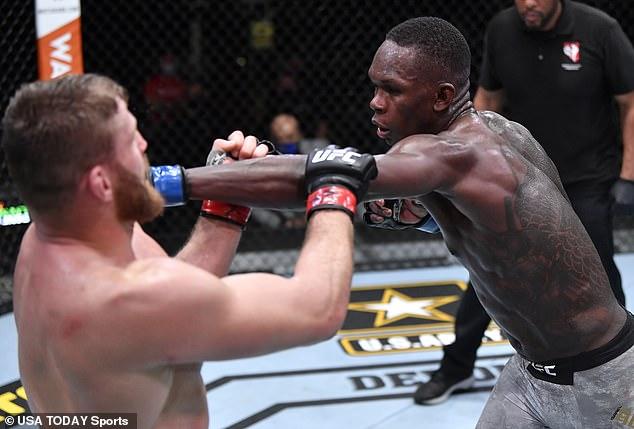 Jones fue ascendido a peso pesado, perdió su actitud hacia Adesanya, que rechazó.