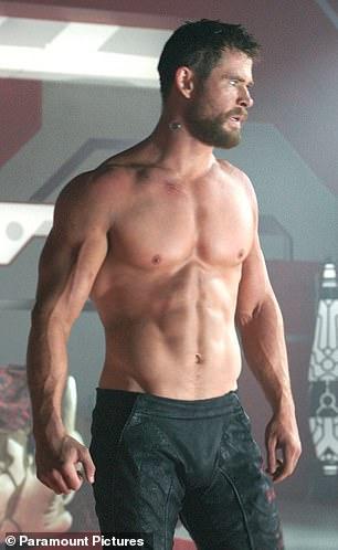 ¡Él puede hacerlo!  Jono, de 28 años, le dijo al Daily Mail Australia que la transformación de Chris en un ídolo de los 80 no es muy diferente de fortalecer a cualquier otro personaje.En la foto: Chris interpreta al superhéroe Thor de Marvel.
