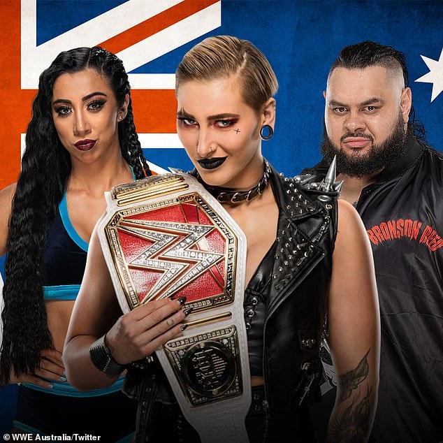 Compatriotas en Australia: Rhea Ripley (centro), nativa de Adelaide, ganó el Campeonato Femenil de WWE Raw en WrestleMania este año, mientras que Indi Hartwell (izquierda) de Melbourne es la ganadora del cinturón del Campeonato de Mujeres Raw de WWE.